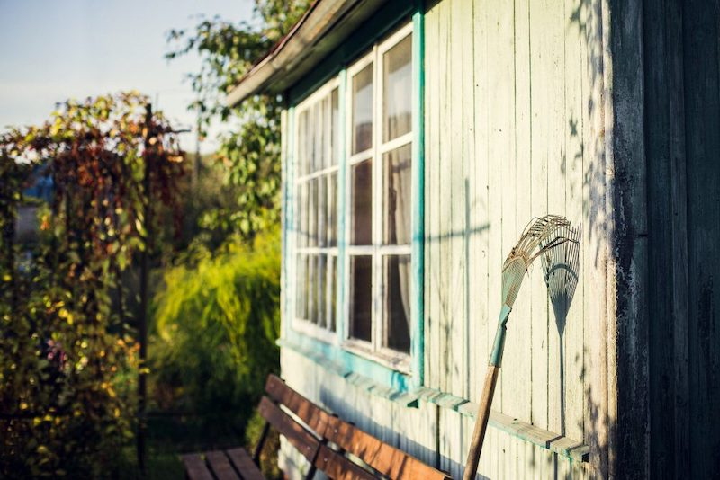 DIY shed removal and disposal vs the professionals